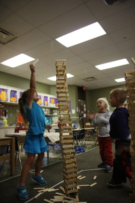 Exploring gravity with Kapla blocks